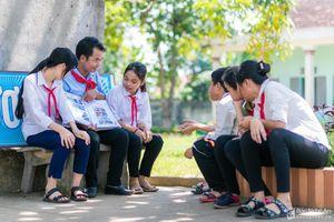 Tổng phụ trách Đội duy nhất của Nghệ An nhận giải thưởng 'Cánh én hồng'