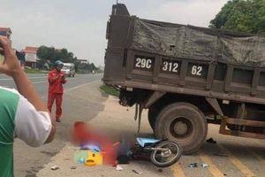Xe máy đi nhanh tông ngang xe tải đang sang đường, 1 người tử vong