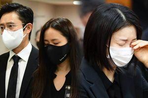 Đám tang đạo diễn Lee Chun Yeon: Lee Byung Hun - Son Ye Jin, 'bạn gái' Song Joong Ki khóc cạn nước mắt!