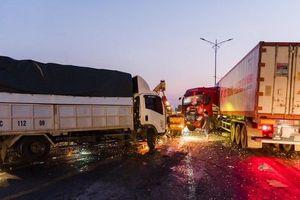 Tai nạn giao thông gây ùn tắc kéo dài trên Quốc lộ 1A qua tỉnh Nghệ An