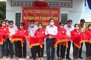 Bàn giao nhà cho người nghèo huyện Khánh Sơn