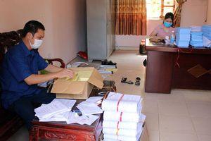 Cấp phát nhiều tài liệu liên quan đến công tác bầu cử