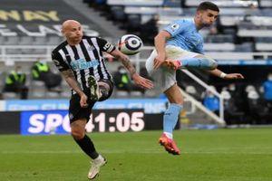 Man City trút 'mưa bàn thắng' trong ngày lên ngôi vương