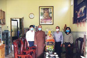 TP.HCM: Ban Dân vận Thành ủy thăm, chúc mừng Phật đản Phật lịch 2565