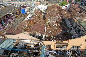 Lốc xoáy xé toạc 2 thành phố Trung Quốc, 12 người thiệt mạng