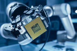 Các nhà sản xuất ô tô tiếp tục vật lộn với tình trạng thiếu chip bán dẫn