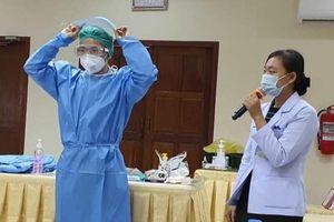 Bác sĩ Việt Nam hỗ trợ điều trị thai phụ ở Lào mắc Covid-19