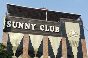Khởi tố 3 người phát tán clip đồi trụy, giả ở bar Sunny