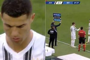 Ronaldo phản ứng đáng ngạc nhiên khi bị thay ra trong trận Juventus-Inter Milan