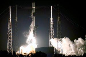 SpaceX phóng tên lửa cùng 54 vệ tinh