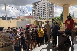 Campuchia: Phát đồ cứu trợ cho hàng trăm hộ gia đình gốc Việt nghèo