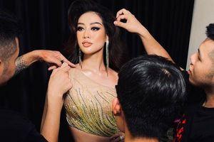 Người đứng sau outfit 'chặt chém' của Khánh Vân thừa nhận từng cãi vã, tiết lộ tính cách nàng hậu trước khi chinh chiến ở Miss Universe