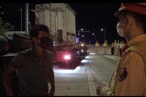 Bắt 'nóng' xe Hải Sơn chở hàng siêu trọng, phạt hơn 90 triệu đồng