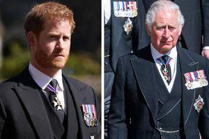 Báo Anh: 'Mỗi khi Harry công kích hoàng gia, tiền sẽ chảy vào túi anh ấy'