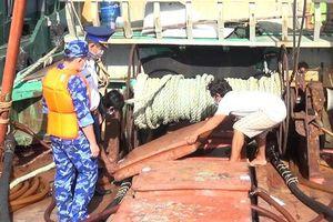 Bắt tàu vận chuyển 45.000 lít dầu DO trái phép