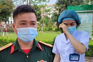 Chiến sĩ tuyến đầu chống dịch: 'Bố bị tai biến, tôi không thể về chăm sóc'