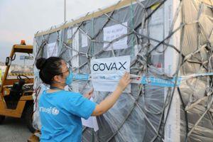 Gần 1,7 triệu liều vaccine COVID-19 về đến Hà Nội