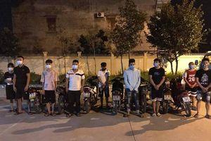 Ngăn chặn đoàn 21 'quái xế' ở thị xã Sơn Tây