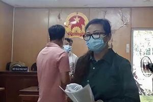 Nữ giám đốc tổ chức hàng chục người xuất cảnh bật khóc tại tòa