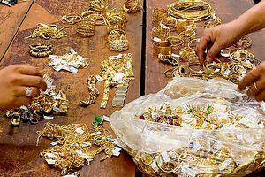 Khen thưởng nhóm cảnh sát phá vụ trộm 180 lượng vàng