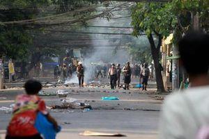 Đại hội đồng Liên Hợp quốc cân nhắc cấm vận vũ khí với Myanmar