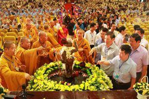 Chủ tịch Ủy ban Trung ương MTTQ Việt Nam chúc mừng đồng bào Phật giáo