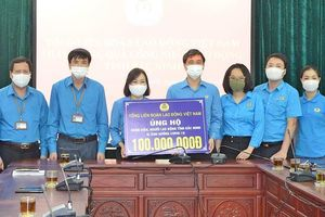 Tổng Liên đoàn Lao động Việt Nam thăm, tặng quà công nhân lao động hai tỉnh Bắc Ninh và Bắc Giang