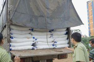 Tạm giữ 140 tấn đường cát không rõ nguồn gốc ở cửa ngõ TP HCM