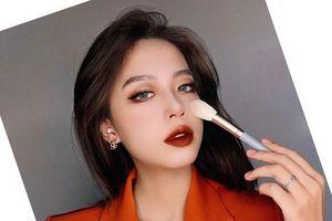 Hwajang - Cô sinh viên có tài họa mặt của Học viện Báo chí và Tuyên truyền