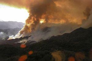 Khoảng 1.000 người phải sơ tán do cháy rừng gần Los Angeles, Mỹ