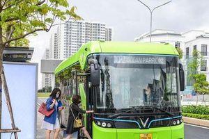 Xe buýt điện lăn bánh thử nghiệm trên đường