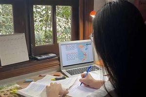 Hà Nội: Học sinh lớp 12 làm bài kiểm tra khảo sát trực tuyến