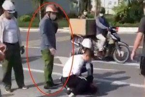 Hé lộ lý do cán bộ công an đứng nhìn tài xế vật lộn với cướp