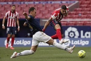 Suarez lập đại công giúp Atletico chạm một tay vào chức vô địch