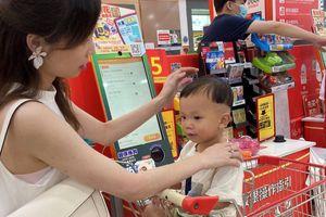 Người trẻ Trung Quốc sợ sinh con: Những khoản nợ là 'biện pháp tránh thai' hiệu quả nhất