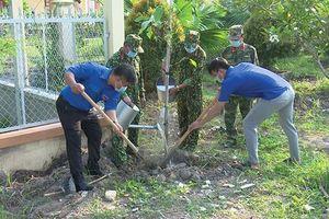 Tân Hồng ra quân trồng cây xanh 'Đời đời nhớ ơn Bác'