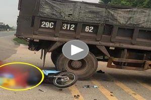Hai người đi xe máy thương vong sau khi đâm vào xe Ben