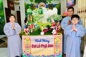 Hân hoan thiết trí lễ đài Phật đản tại tư gia Phật tử