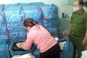 'Nữ quái' buôn lậu hơn 50 nghìn bao thuốc lá