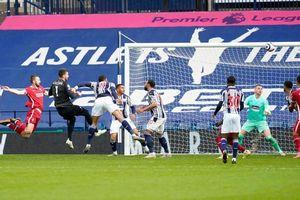 Thủ môn Alisson ghi bàn không tưởng, Liverpool tiếp tục hy vọng dự Champions League