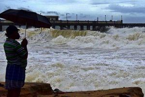 Bão Tauktae gia tăng cường độ, Ấn Độ tiếp tục hứng chịu thiệt hại