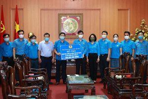 Tặng quà công nhân lao động tỉnh Bắc Ninh và Bắc Giang