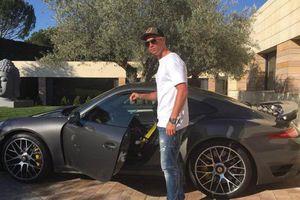 Ronaldo lộ động thái ra đi khi chuyển hết siêu xe rời Turin