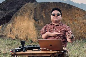 Chàng trai xương dễ vỡ mơ 'quẩy' nhạc khắp Việt Nam