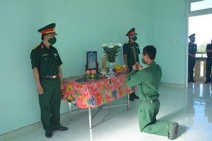 Mẹ chiến sĩ làm nhiệm vụ phòng chống dịch qua đời, đơn vị lập bàn thờ để bái vọng