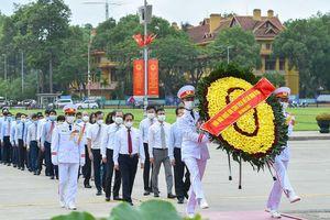 Đoàn Bộ Ngoại giao viếng Chủ tịch Hồ Chí Minh dịp kỷ niệm 131 năm Ngày sinh nhật Người