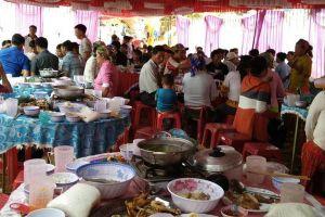 Hai cháu nhỏ tử vong, 20 người bị ngộ độc sau ăn cỗ cưới ở Cao Bằng