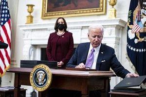 Soi mức thu nhập 'khủng' của ông Biden và bà Harris
