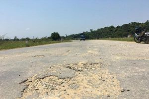 Đức Thọ (Hà Tĩnh): Tỉnh lộ 552 xuống cấp nghiêm trọng, người dân 'dài cổ' chờ sửa chữa
