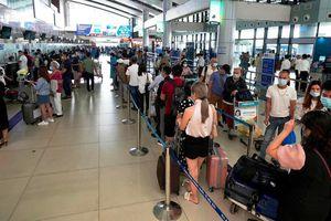 Hãng hàng không và 'thượng đế' được lợi gì khi bỏ trần vé máy bay?
